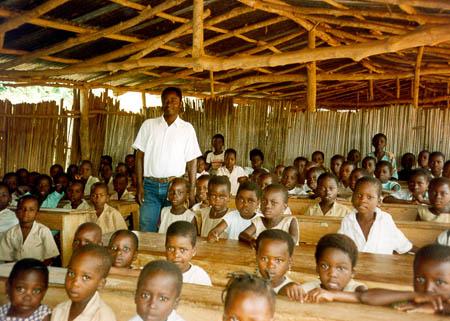 Écolier béninois en classe