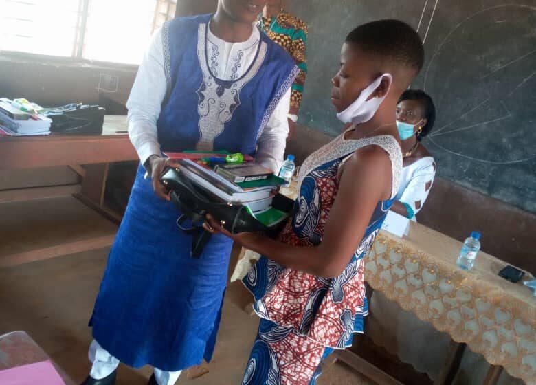 Don de kits scolaires aux jeunes filles en situation difficile : L'ONG Espoir au Féminin fait œuvre utile