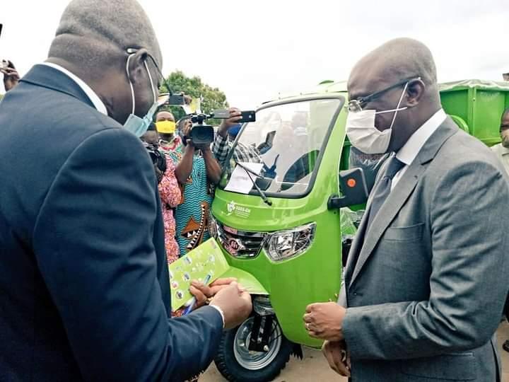 Pré-collecte des déchets solides ménagers dans le Grand Nokoué:Le gouvernement béninois appuie 69 PME de 550 tricycles
