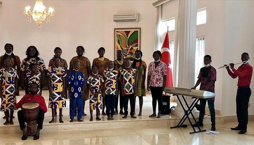 Ambassade de Turquie près le Bénin : Le Groupe «Les Chœurs du Bénin» chante l'hymne national turc