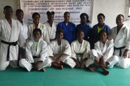 Recyclage des femmes officielles techniques du judo: Les règles d'arbitrage au menu