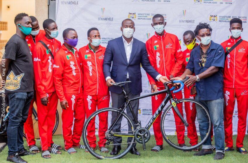 Pour une fédération de Cyclisme plus compétitive: Oswlad Homéky en soutien avec du matériel sportif