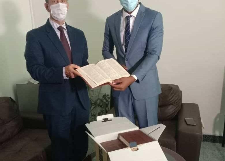 Ong «Bénin Excellence»: L'Ambassadeur turc Onur Ozçeri visite la bibliothèque
