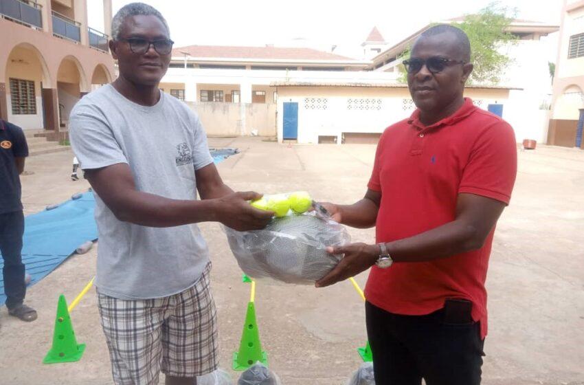 Pour une relève de qualité avec des résultats meilleurs : Le président Jacques Okoumassoun dote les clubs d'escrime d'équipements d'entrainement et de compétition